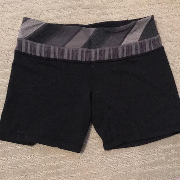 Lululemon reversible bike shorts size 6 great condition